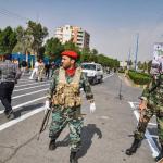 استعراض عسكري تحت النار في ايران، بالصور كيف وقع الهجوم المسلح في الأهواز؟ 2