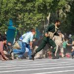 استعراض عسكري تحت النار في ايران، بالصور كيف وقع الهجوم المسلح في الأهواز؟ 5