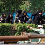 استعراض عسكري تحت النار في ايران، بالصور كيف وقع الهجوم المسلح في الأهواز؟ 37