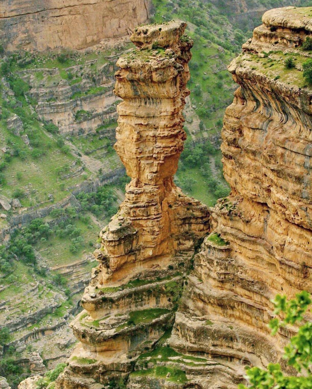 عدسة إيرانية: صخور شيرز في لرستان غربي إيران 1