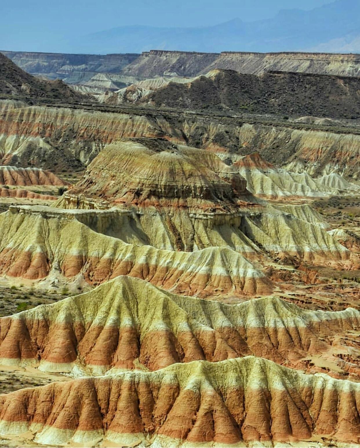 عدسة ايرانية: الجبال الملونة في عسلويه غربي إيران 1