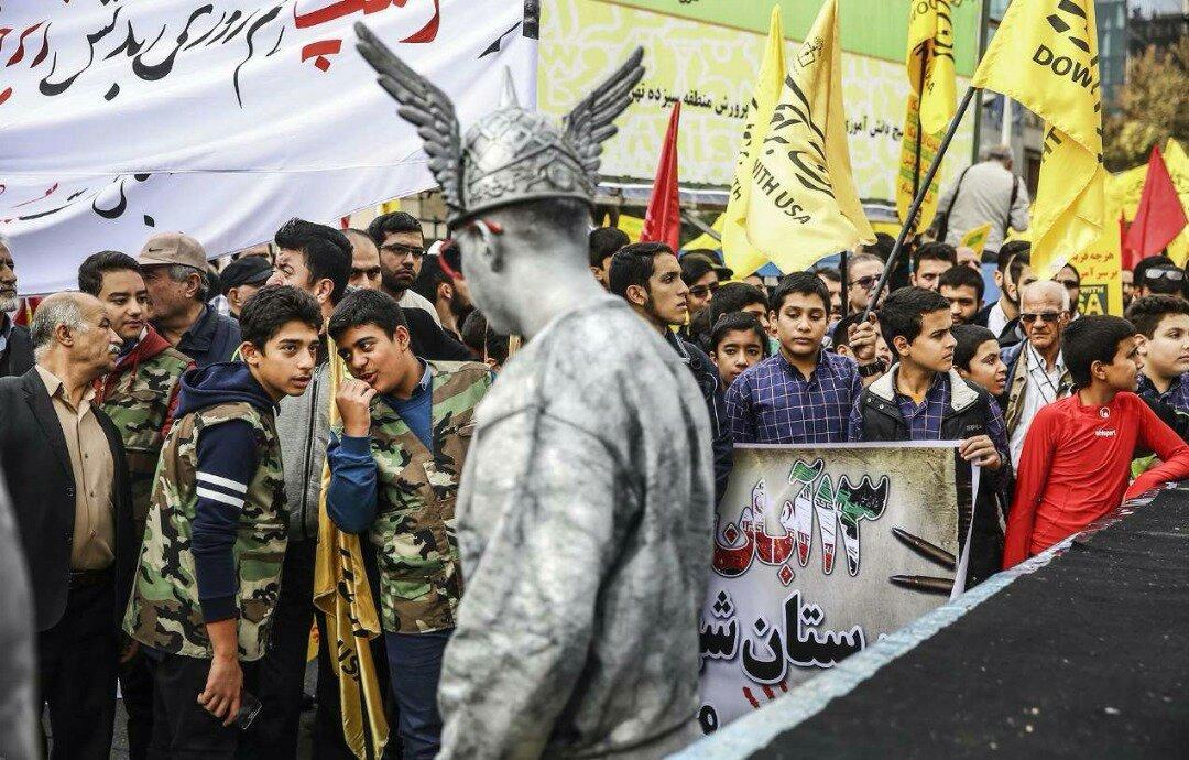 """بالصور: إيران تحيي """" يوم مقارعة الاستكبار"""" 21"""