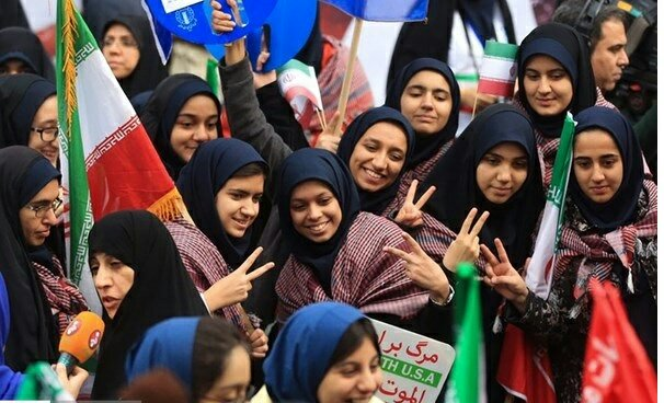 """بالصور: إيران تحيي """" يوم مقارعة الاستكبار"""" 15"""