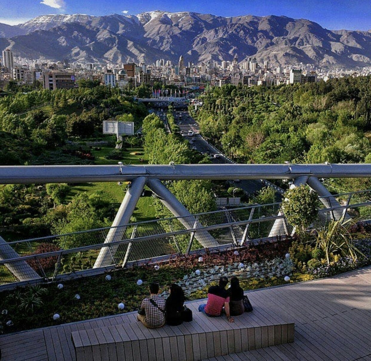 عدسة إيرانية: جسر الطبيعة في طهران 1