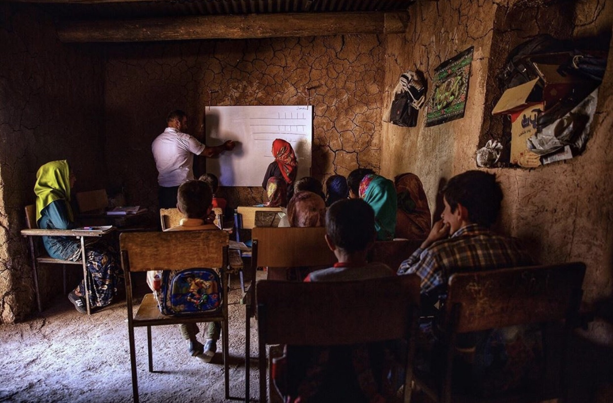 عدسة إيرانية: مدرسة قروية 1