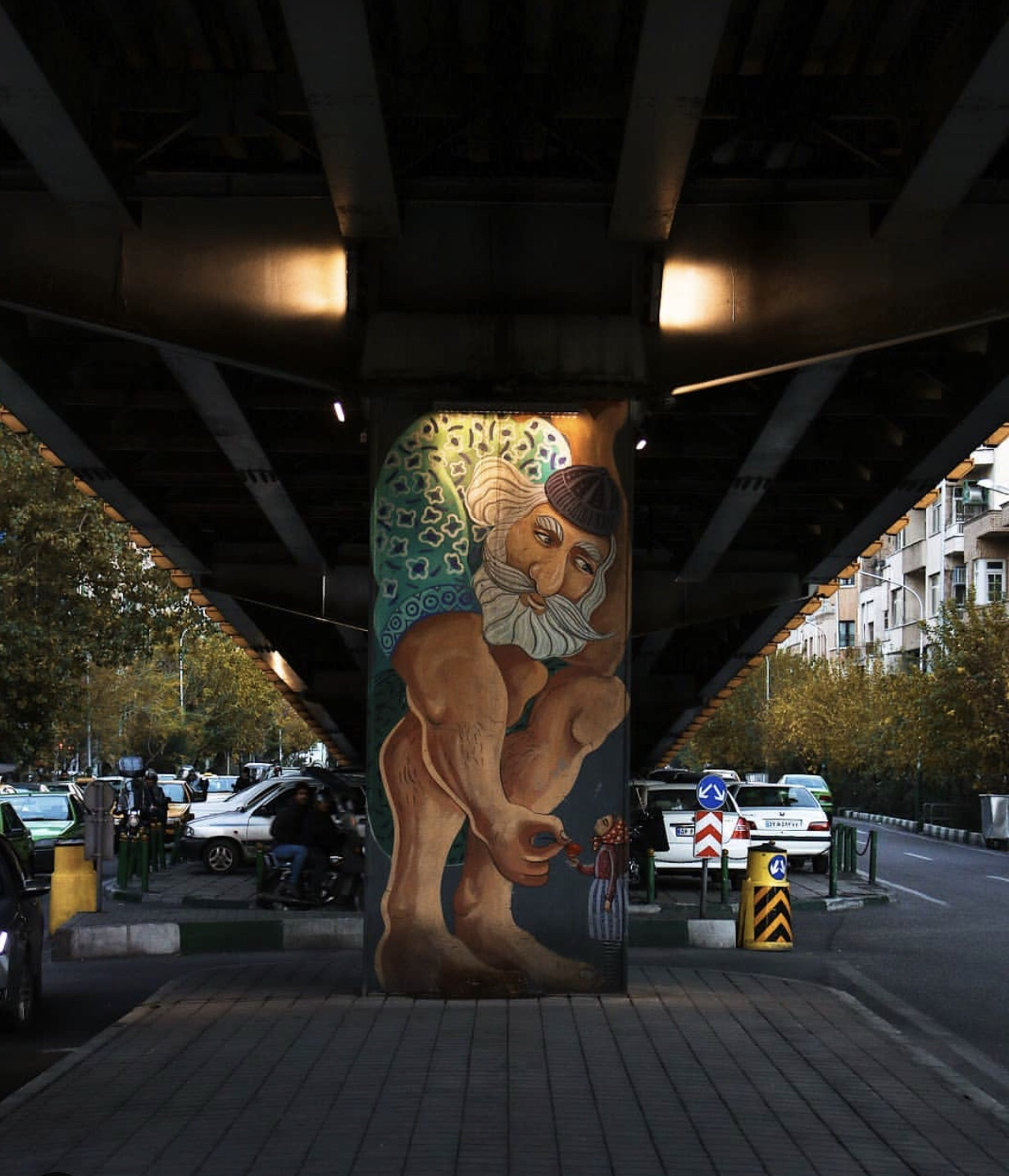 عدسة ايرانية: بطل يحمل جسرا 1