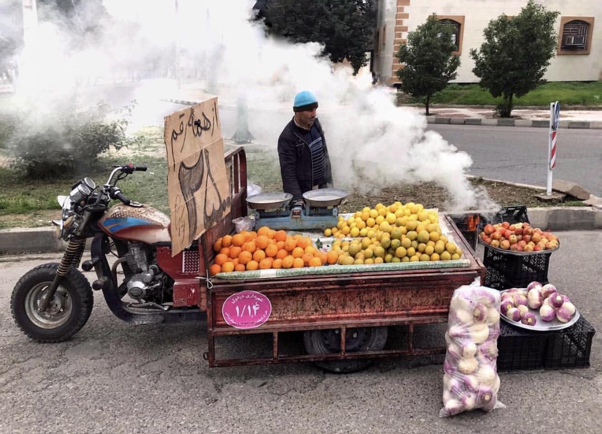 عدسة إيرانية: دكان على ظهر الدراجة 1