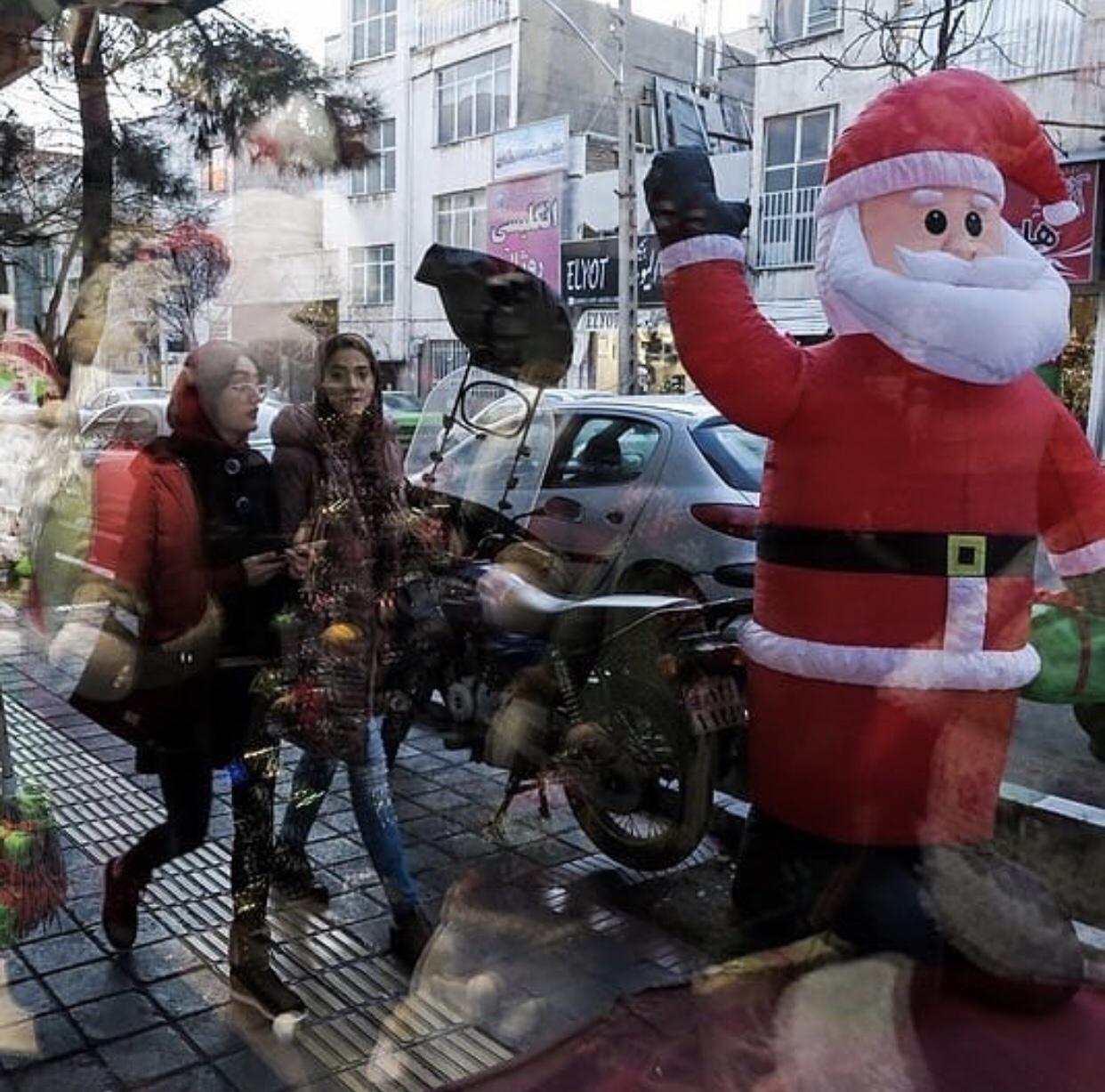 عدسة إيرانية: اجواء عيد الميلاد في شوارع العاصمة الإيرانية طهران 3