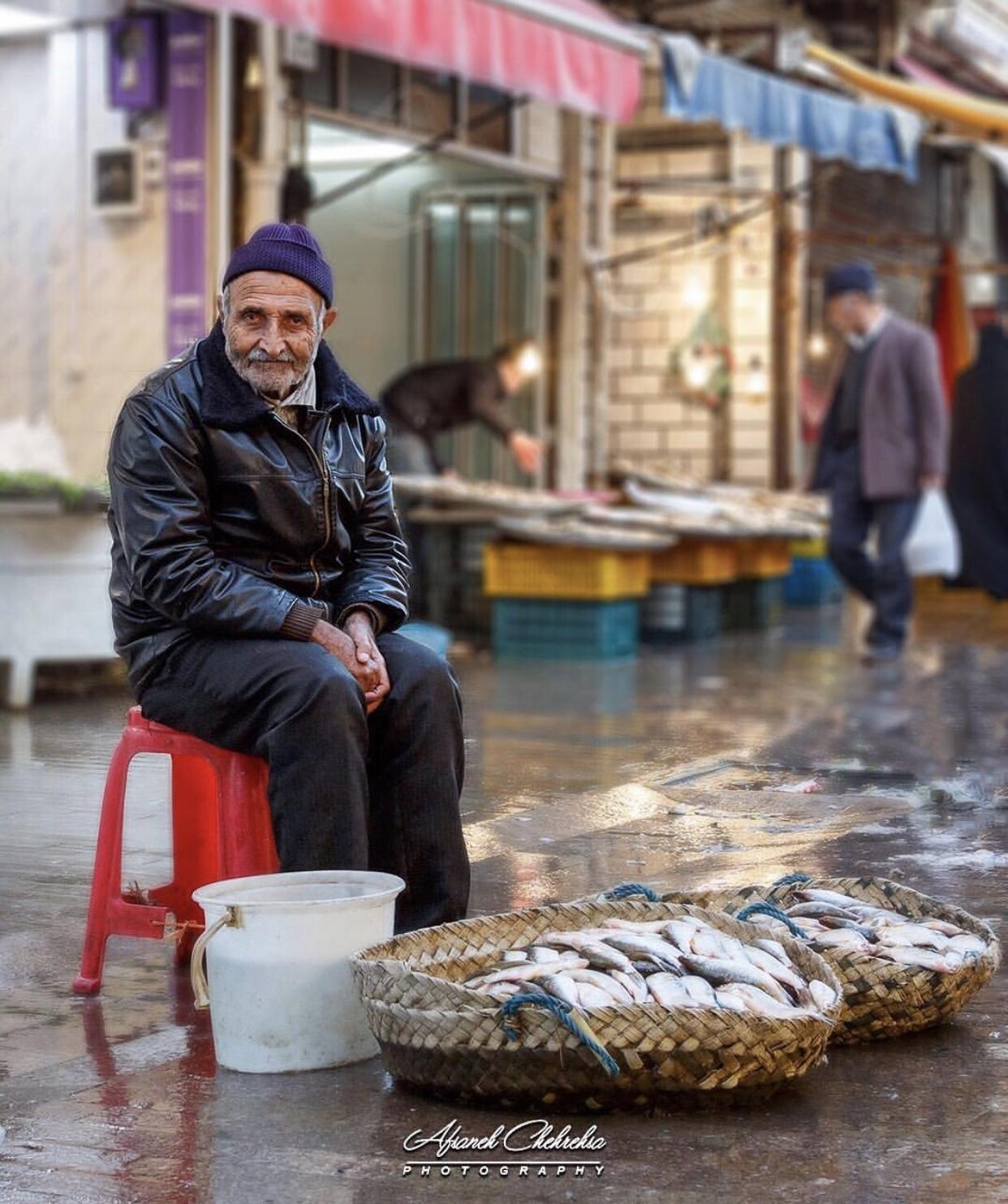 عدسة إيرانية: بائع سمك في رشت 3