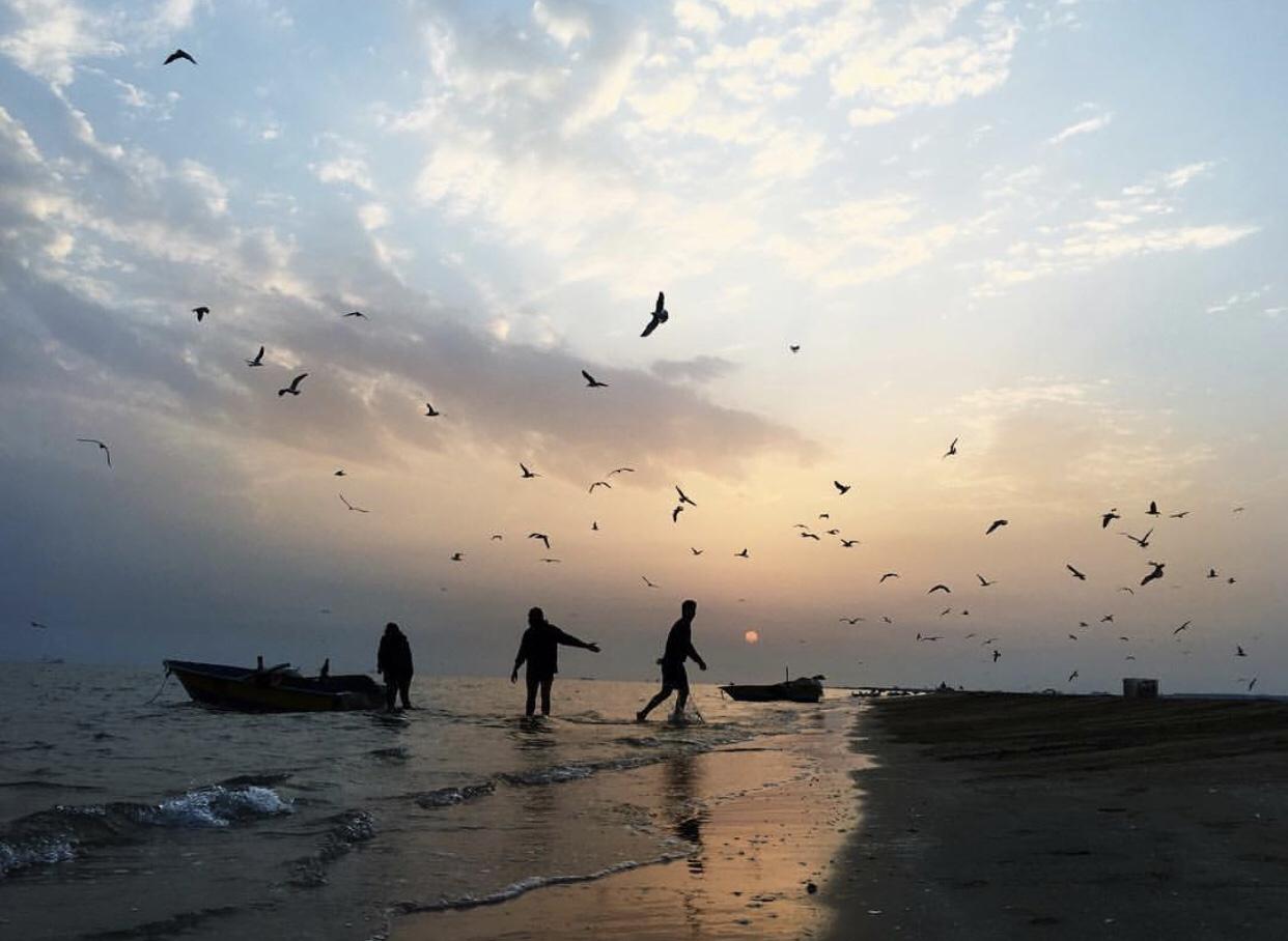 عدسة إيرانية: لهو ولعب على الشاطئ 1