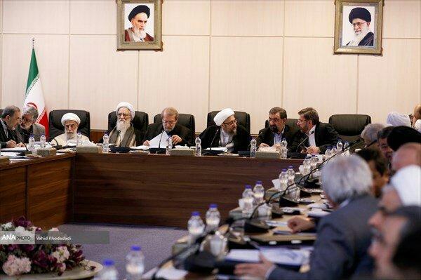 """بين الصفحات الإيرانية: ترحيبٌ برلماني بقانون الـ""""كوبون"""" وكيف اصبح سبه أكبر بنكٍ في إيران؟ 4"""