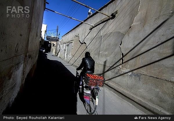 شباك الأحد: بيوت طهران المتآكلة تنتظر الترميم وحياة الخميني بقلم ألماني 1