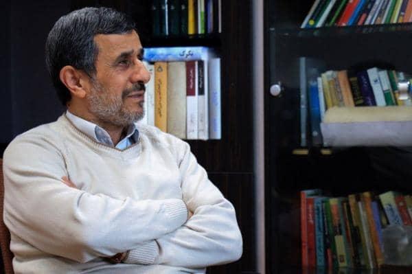 شبابيك إيرانية/ شباك الثلاثاء: السياسة تهز شِبَاك الكرة الإيرانية وأحمدي نجاد يستعد لإطلاق مذكّراته 2